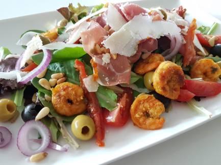 Salade met Italiaanse ham & scampi