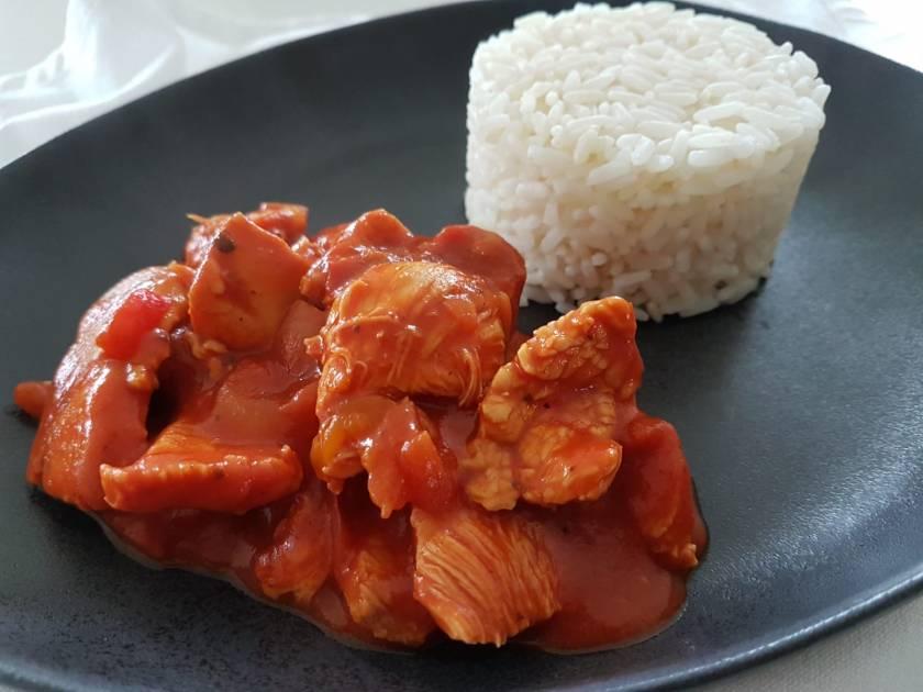 Kipgyros met rijst