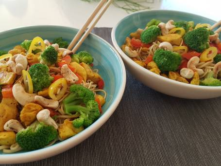 Noedels met kip en broccoli