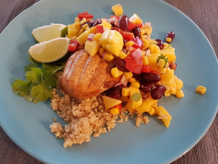 Quinoa met gegrilde kip & mangosalsa