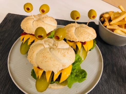 monsterburgers met verse ovenfrietjes